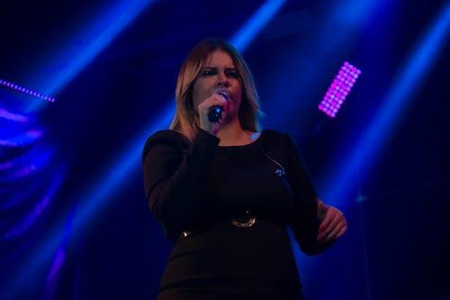 Foto d'estoc gratuïta de blau, cantant, esdeveniments, espectacle