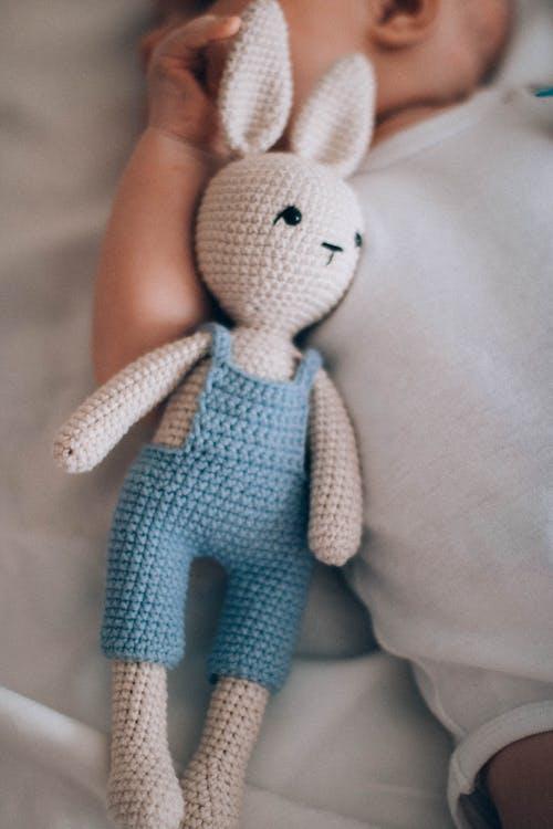 Gratis lagerfoto af amigurumi dukke, baby, barn, dukke