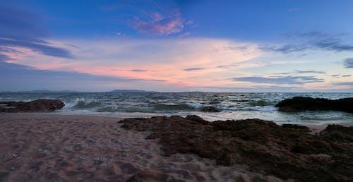 akşam ortamı, deniz, gökyüzü, gün batımı içeren Ücretsiz stok fotoğraf