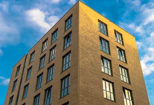 Gratis lagerfoto af arkitektur, bygning, lavvinkelskud, perspektiv