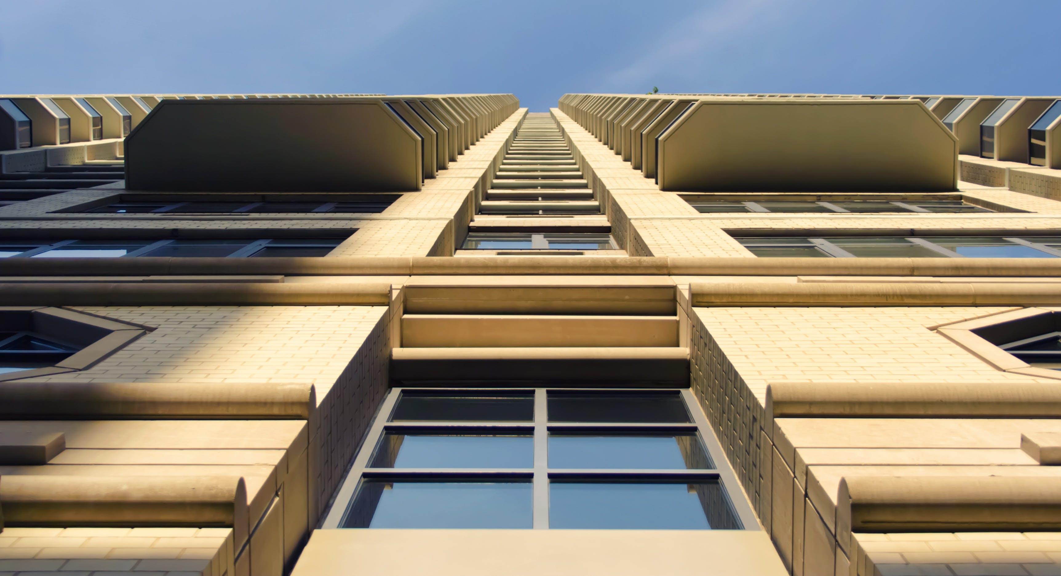 Foto profissional grátis de água, alto, arquitetura, centro