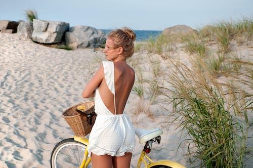 aşındırmak, aşınmak, bisiklet, deniz içeren Ücretsiz stok fotoğraf