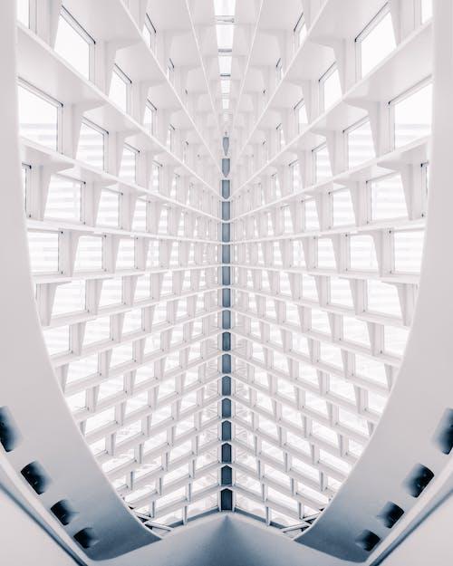 คลังภาพถ่ายฟรี ของ กระจก, กลางวัน, การถ่ายภาพมุมต่ำ, การออกแบบสถาปัตยกรรม