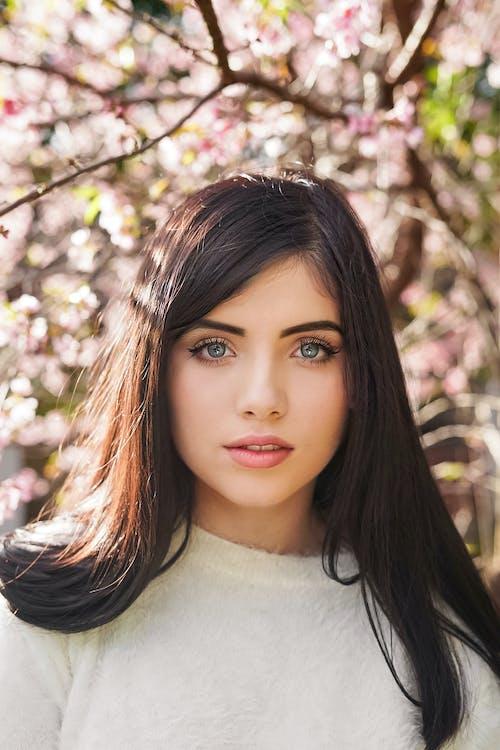 Бесплатное стоковое фото с волос, выражение лица, глаза, девочка