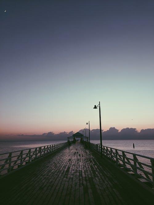 地平線, 天空, 晚上, 木碼頭 的 免費圖庫相片
