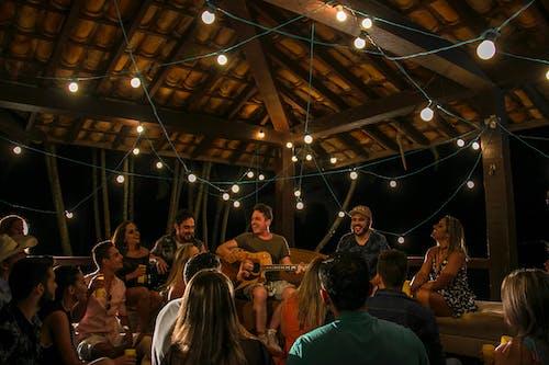 Darmowe zdjęcie z galerii z gitarzysta, lual, ludzie, muzyk