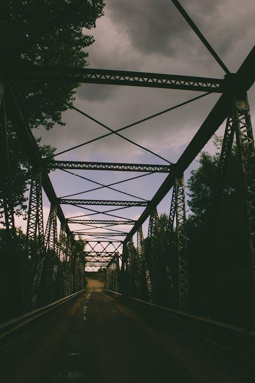 bulut, Kara bulutlar, köprü içeren Ücretsiz stok fotoğraf
