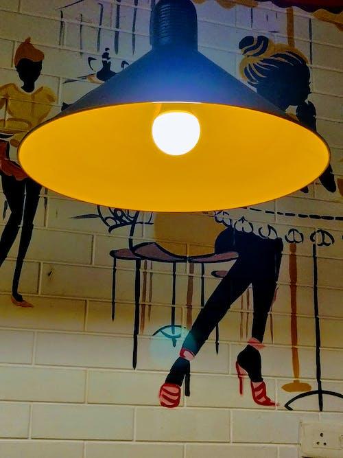 Foto d'estoc gratuïta de bombeta, groc, groc daurat, llum elèctric