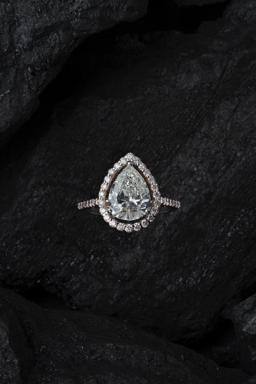 Immagine gratuita di accessorio, anello di diamanti, costoso, diamante