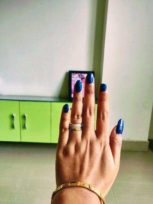 Foto d'estoc gratuïta de anell, blau, braçalets, claus