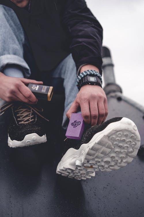 Безкоштовне стокове фото на тему «взуття, вигляд, джинси, зима»