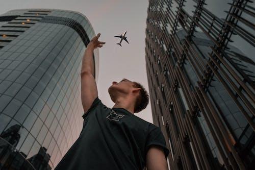 Безкоштовне стокове фото на тему «багатоквартирні будинки, великий план, літак, літальний апарат»