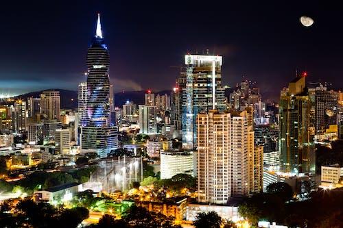 Edificios De La Ciudad Por La Noche