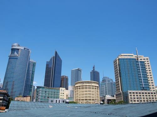 Gratis arkivbilde med arkitektur, blå himmel, by, bybilde