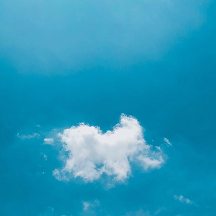 bílé mraky, den, modrá