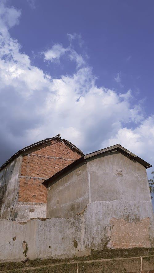 Fotobanka sbezplatnými fotkami na tému dom, dramatická obloha, modrá, modrá obloha
