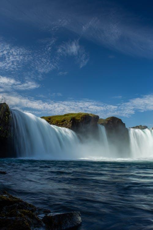 Foto stok gratis air biru, air terjun, batu, langit biru