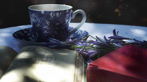 Photos gratuites de été, fleurs bleues, jardin, lire