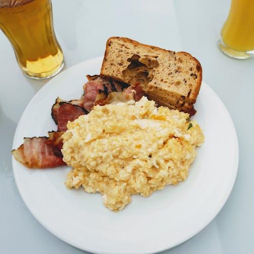 Gratis stockfoto met bacon, binnen, binnenshuis, bord