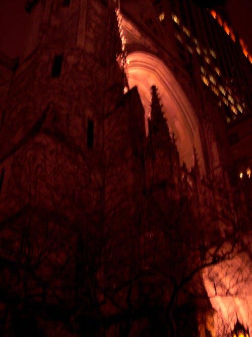 Gratis arkivbilde med arkitektur, kirke, mørk, natt