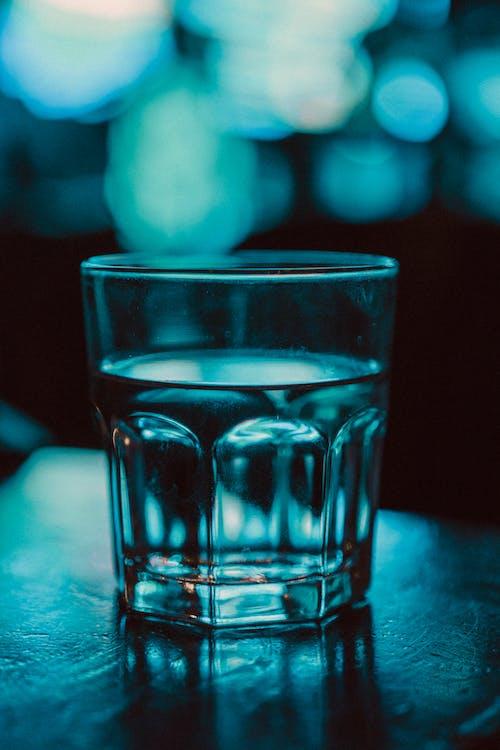 Foto d'estoc gratuïta de aigua, alcohol, b/n, blanc i negre