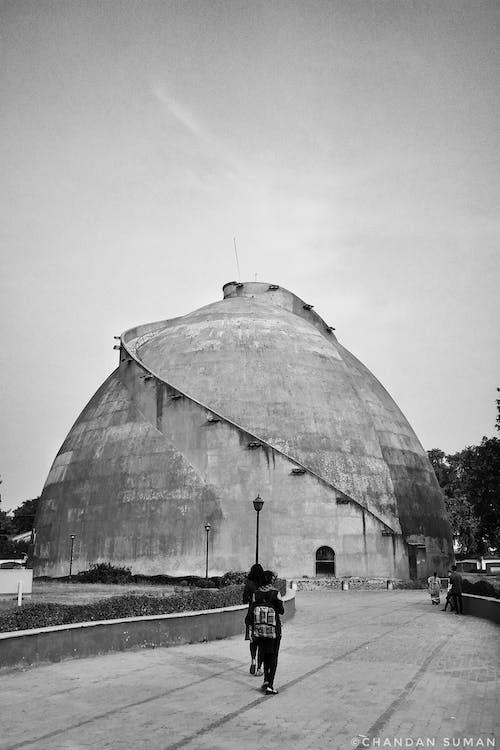 Foto profissional grátis de Construção histórica, edifício histórico, escultura monumental, fotografia monocromática