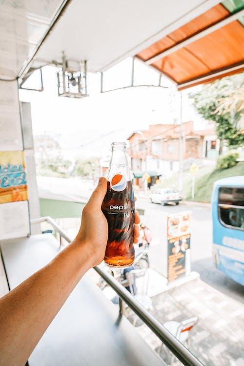 Darmowe zdjęcie z galerii z biznes, butelka, cola, dorosły