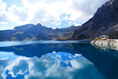 Δωρεάν στοκ φωτογραφιών με αντανάκλαση, βουνό, γραφικός, νερό
