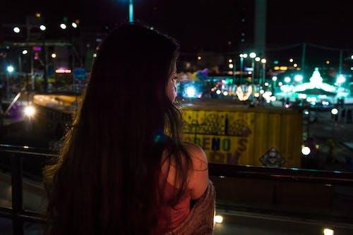 Gratis stockfoto met attractiepark, blik, lampen, meisje