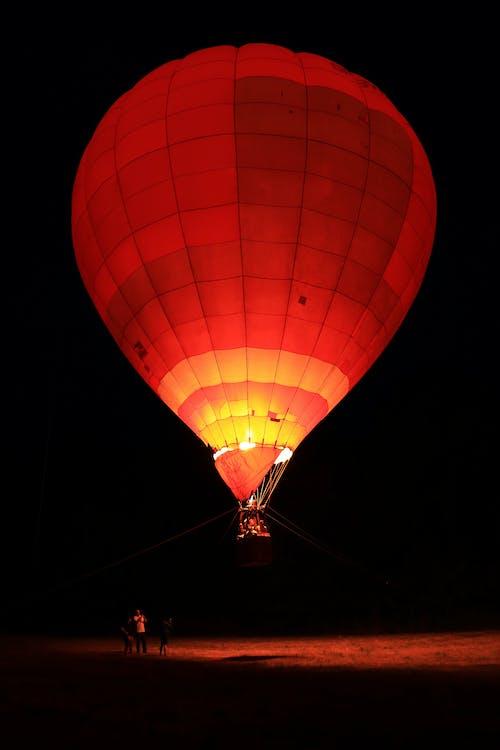 api, balon udara, gelap