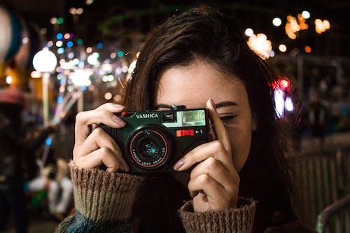 Gratis stockfoto met aantrekkelijk mooi, analoog, bokeh, bokeh blur