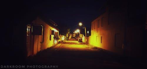 Darmowe zdjęcie z galerii z ciemny, noc, ulica