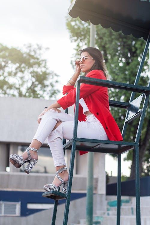 Бесплатное стоковое фото с вид сбоку, дневной свет, женщина, мода