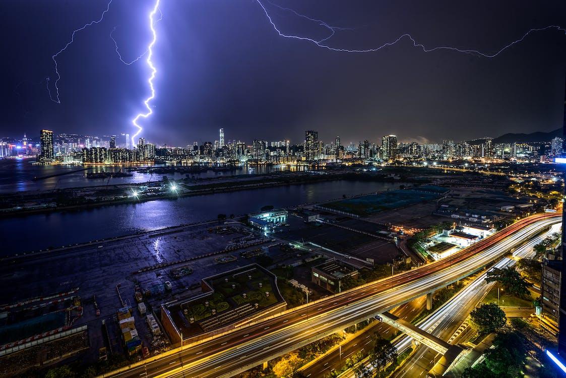 ánh đèn thành phố, bắn từ trên không, bão táp