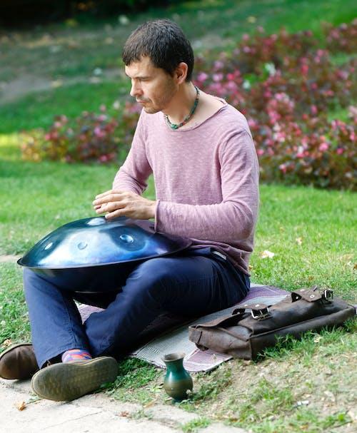 Darmowe zdjęcie z galerii z artysta uliczny, atrakcja turystyczna, bateria, chłopak