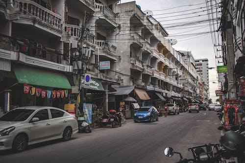 Fotobanka sbezplatnými fotkami na tému autá, budovy, cesta, pattaya