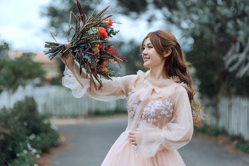 açık hava, ağaçlar, aşındırmak, Asyalı kadın içeren Ücretsiz stok fotoğraf