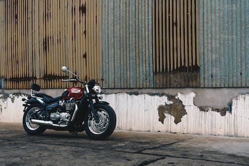 オートバイ, トライアンフスピードツイン, 交通機関, 壁の無料の写真素材