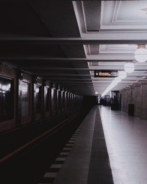 Fotos de stock gratuitas de acero, adentro, andén, andén de metro