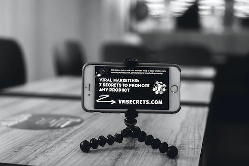 Δωρεάν στοκ φωτογραφιών με background, chrome, selfie, smartphone