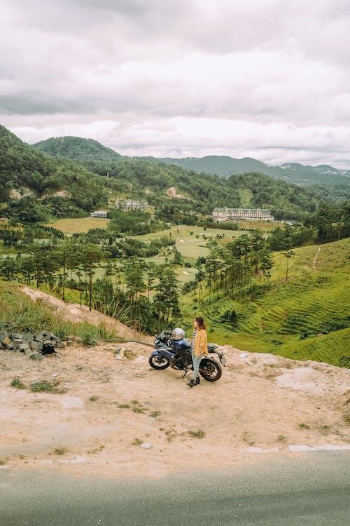 Základová fotografie zdarma na téma dopravní systém, hora, kopce, motocykl