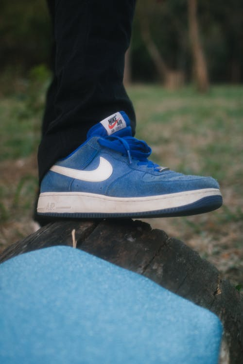 Unpaired Blue Nike Low-top Shoe