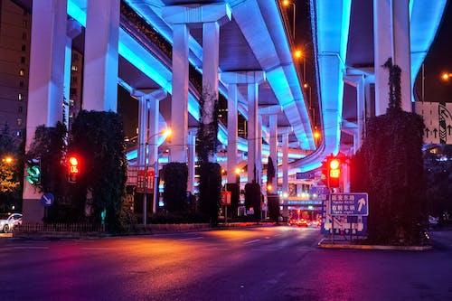 Foto stok gratis Arsitektur, biru dan merah, di luar rumah, gelap