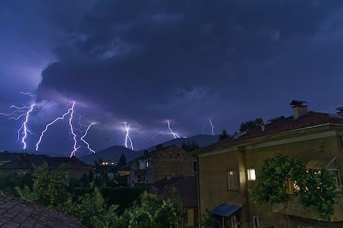 Gratis lagerfoto af aften, arkitektur, dårligt vejr, energi