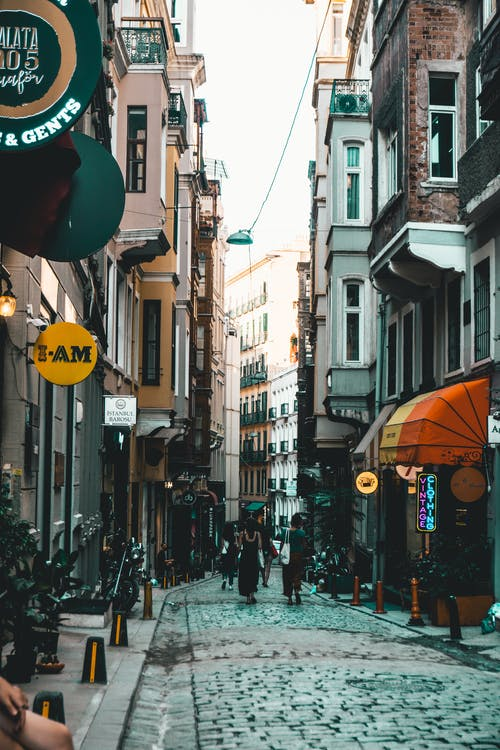 Безкоштовне стокове фото на тему «Вулиця, люди, магазини, старомодний»