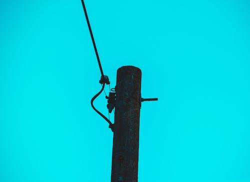 Foto stok gratis biru, dingin, kabel listrik, kayu