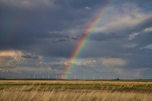Ilmainen kuvapankkikuva tunnisteilla Montana, sateenkaari, tuulimyllyt