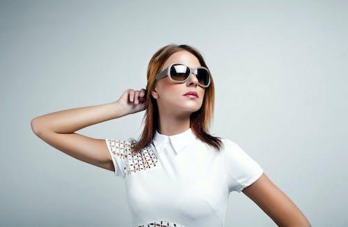 Darmowe zdjęcie z galerii z dziewczyny, makijaż, okulary, żywe kolory