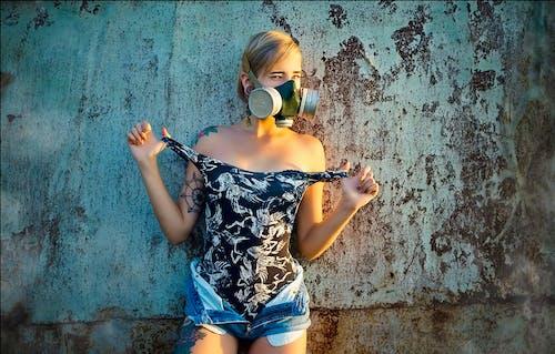 Бесплатное стоковое фото с абстрактное фото, девочка, противогаз, фотосессия