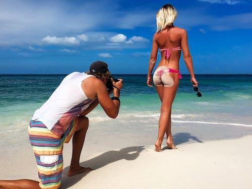 Kostenloses Stock Foto zu fotograf, mädchen, meer, strand